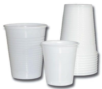 Gobelets plastiques